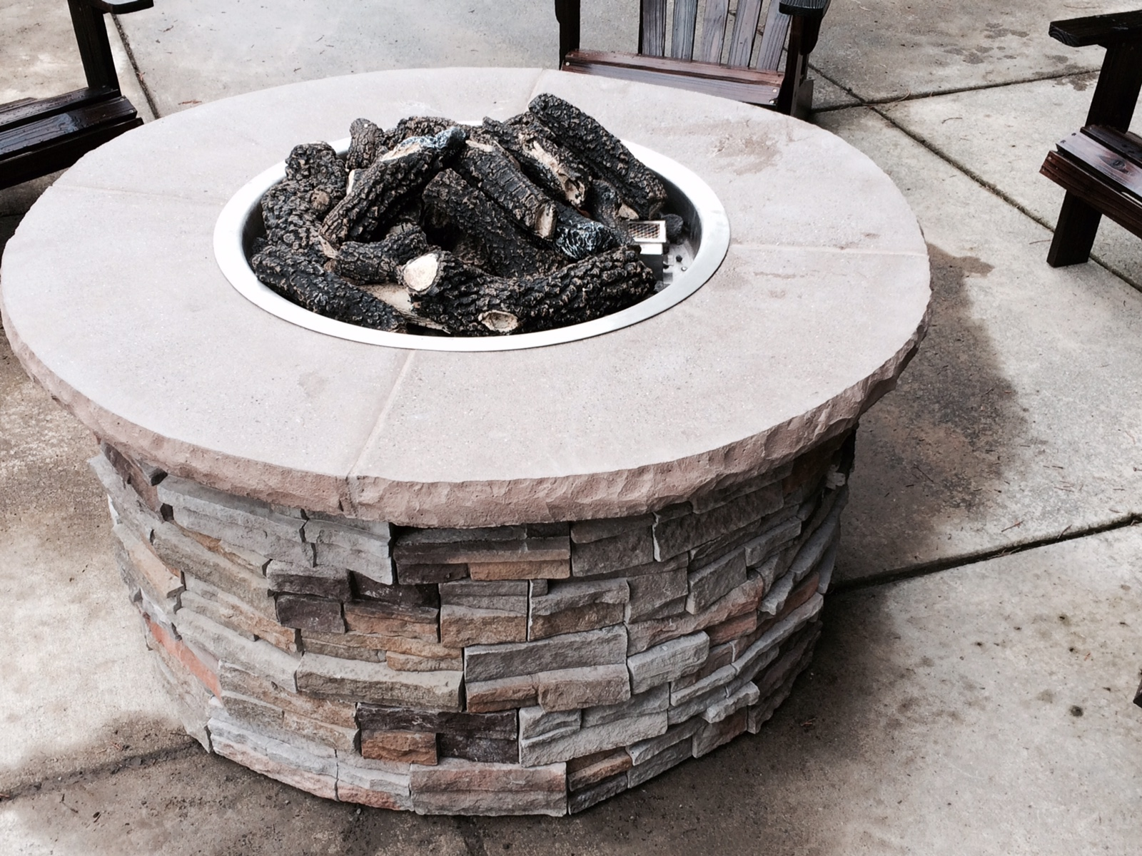 Round Fire Table with Seating