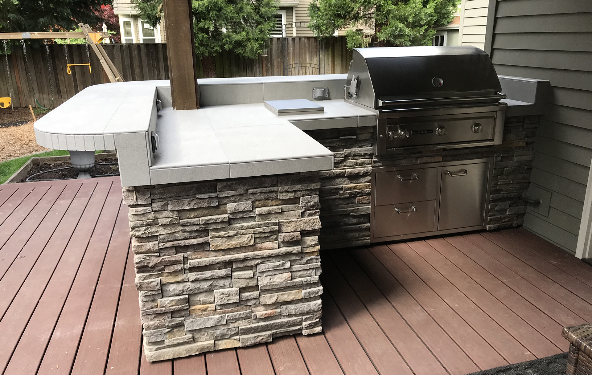 Custom built & delivered outdoor kitchen located in Lake Oswego, Oregon